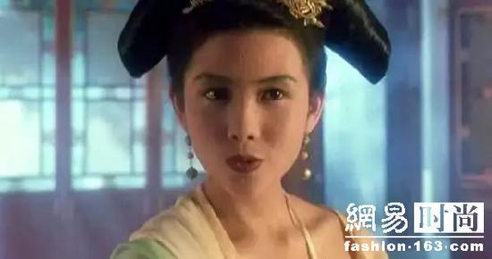 50岁的邱淑贞 47岁的朱茵 看过才知道什么是真女神!