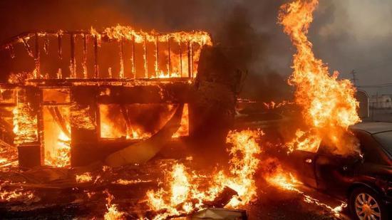 ▲不少明星名人的房屋都被大火吞噬 图据福克斯新闻