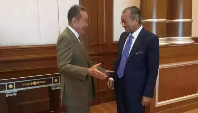 马来华人首富遭官员迫害,愤而出走,却在国家有难时挺身而出