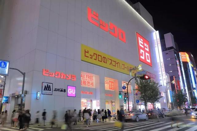 越富裕越爱穿优衣库,地产泡沫破灭的日本是怎么花钱的?