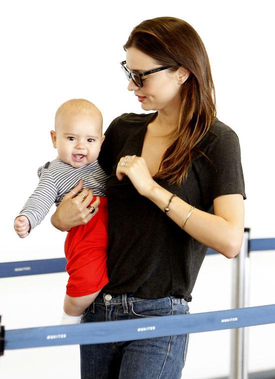 米兰达·可儿 (Miranda Kerr)  和儿子弗里恩·布鲁姆 (Flynn Bloom)