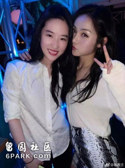 刘亦菲穿白衬衣撩了下头发,现场所有人都看呆了!