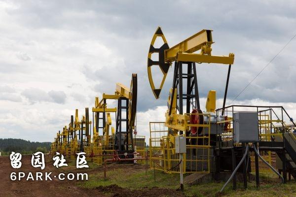 资料图片:在俄罗斯伊热夫斯克拍摄的UDM项目丛式井场。新华社记者白雪骐摄