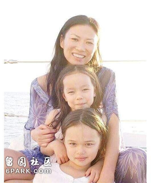 混血女儿庆祝邓文迪50岁生日,两个女儿颜值简直差太大!